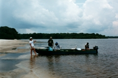rio_negro_guide_boat_beach_lunch