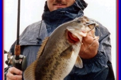 bass_fishing_angler_2004