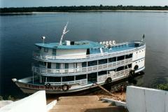 rio_negro_barcelos_brazil_river_boat