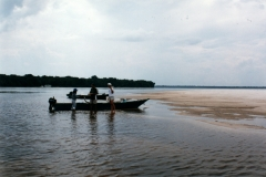 rio_negro_guide_boat_beach_lunch_peacock_nexus_distant